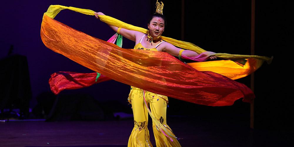 Estudantes chineses e americanos realizam gala em Chicago para promover intercâmbios culturais