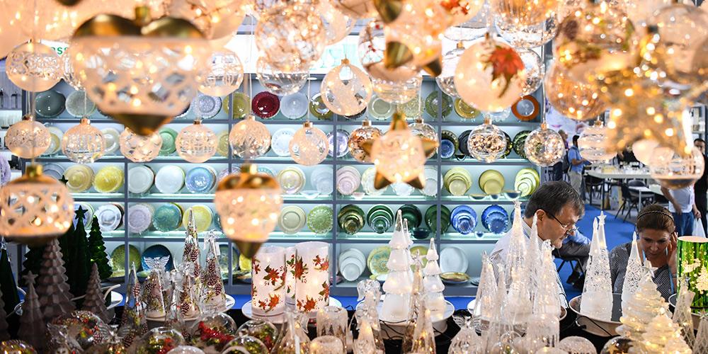 Segunda fase da Feira de Cantão destaca bens de consumo, decorações e presentes