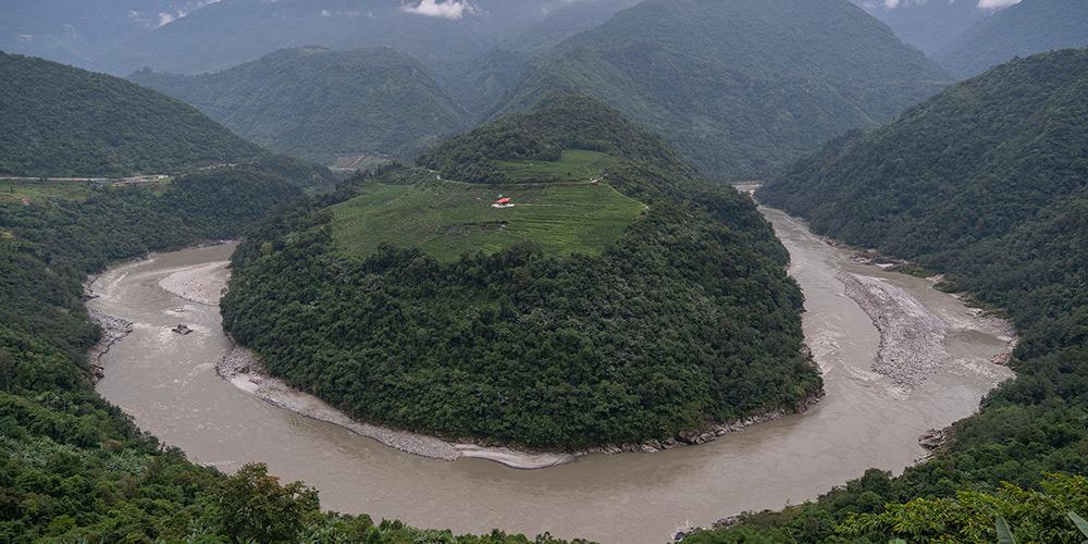 Paisagem do distrito de Medog no Tibet, sodoeste da China