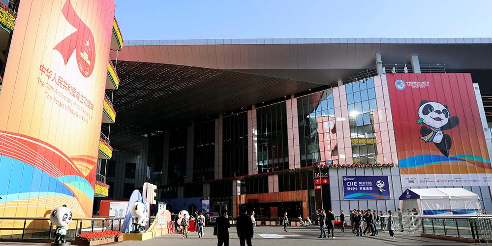 Expositores fazem ajustes finais para a Exposição de Importação da China