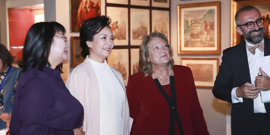 Primeira-dama da China Peng Liyuan visita Museu Benaki em Atenas
