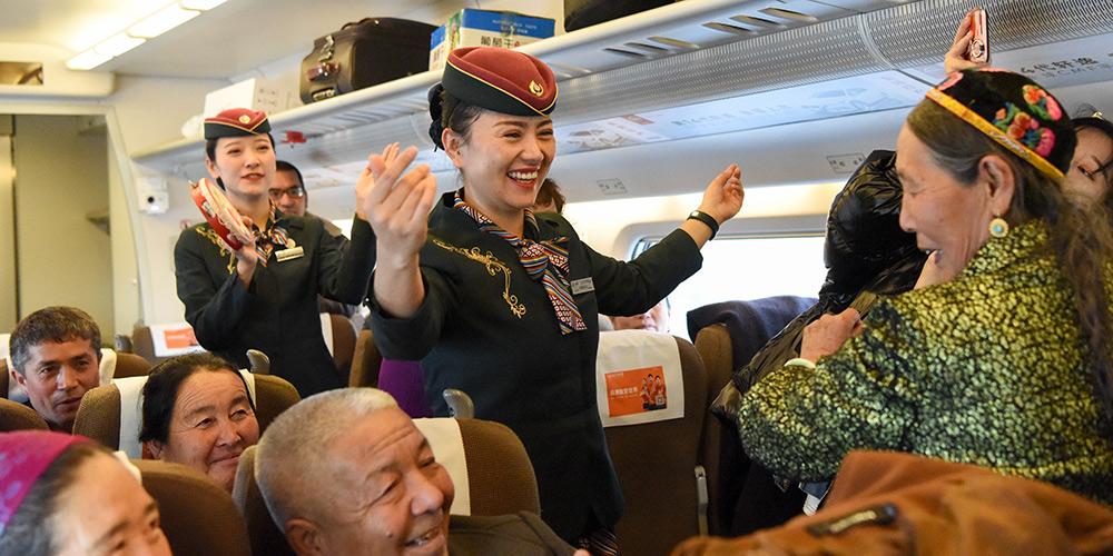 5º aniversário da operação da 1ª linha ferroviária de alta velocidade em Xinjiang é marcado no trem D8804