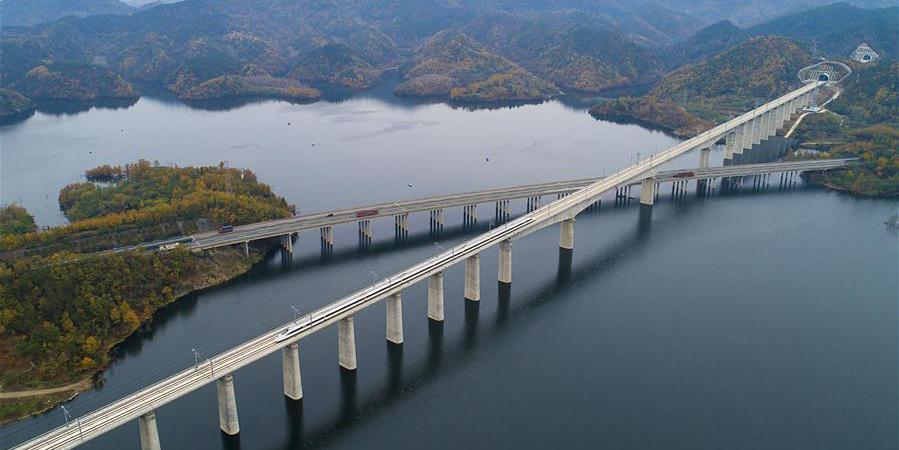 Linha ferroviária de alta velocidade Wuhan-Shiyan entra em operação