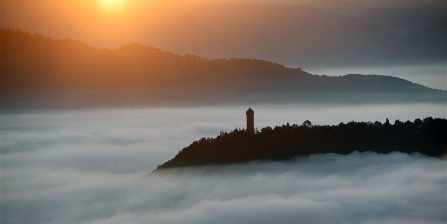 Nuvens cobrem o céu do distrito de Ning'er em Yunnan, sudoeste da China