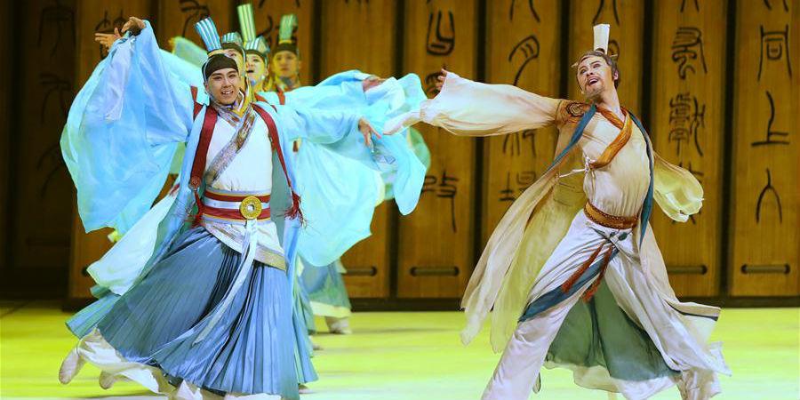 """Drama de dança """"Confúcio"""" é apresentado em São Petersburgo"""