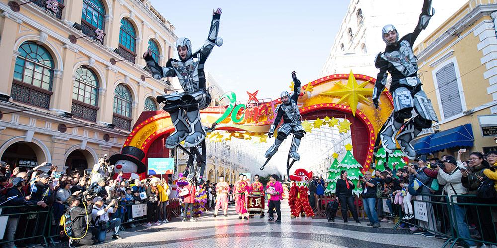 Macau realiza desfile para assinalar 20º aniversário do regresso à pátria