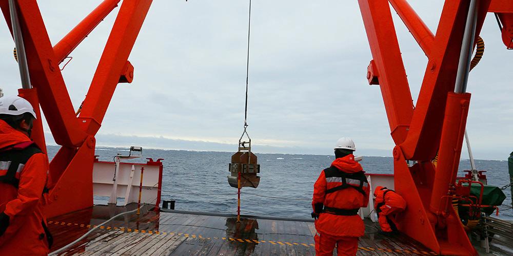 Membros da expedição antártica da China exploram o Mar dos Cosmonautas