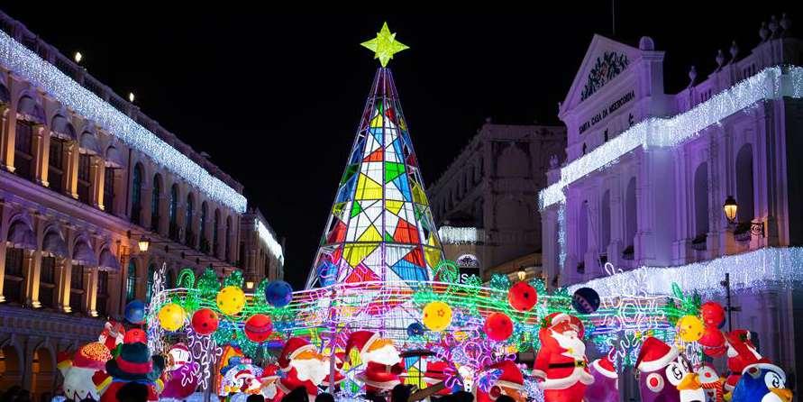 Luzes festivas se acendem para celebrar Natal e Ano Novo em Macau