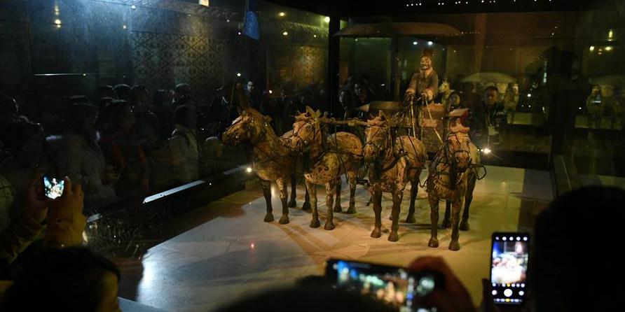 Carruagem e cavalos de bronze são exibidos no Museu do Mausoléu do Imperador Qinshihuang em Xi'an