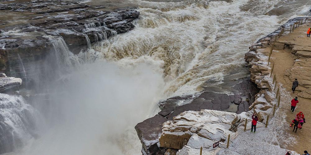 Paisagem de inverno da cachoeira Hukou em Shanxi