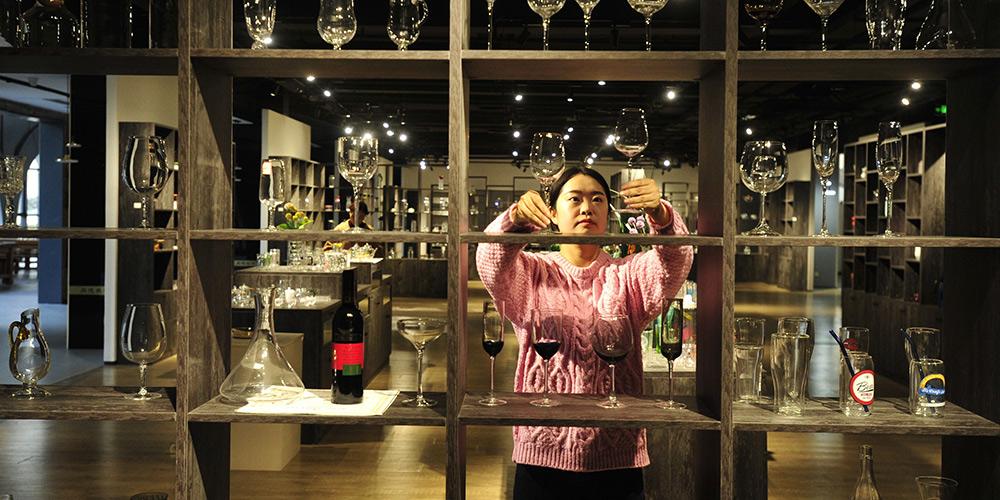 Indústria de vidros cresce rapidamente em Hejian, província de Hebei