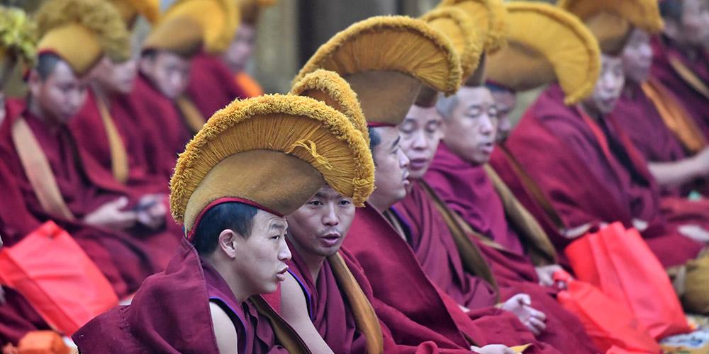 Festival da lâmpada de manteiga é celebrado em Lhasa, Tibet, sudoeste da China