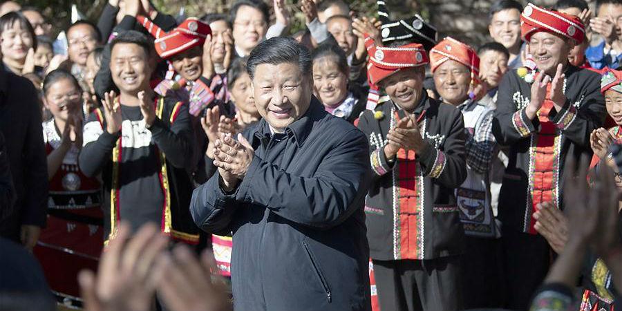 Xi parabeniza aldeões do grupo étnico Wa por superação da pobreza