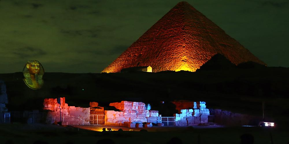 Pirâmides e Esfinge do Egito ganham iluminação em vermelho para celebrar o Ano Novo Lunar Chinês