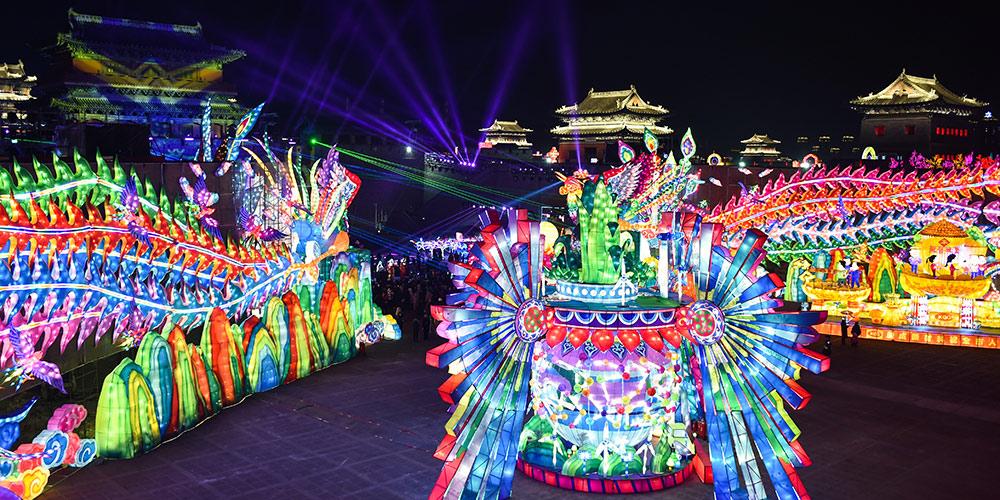 Feira das Lanternas em celebração à Festa da Primavera é realizada em Datong