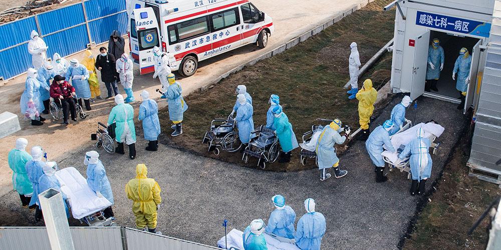 Hospital construído em tempo recorde começa a receber pacientes infectados com coronavírus