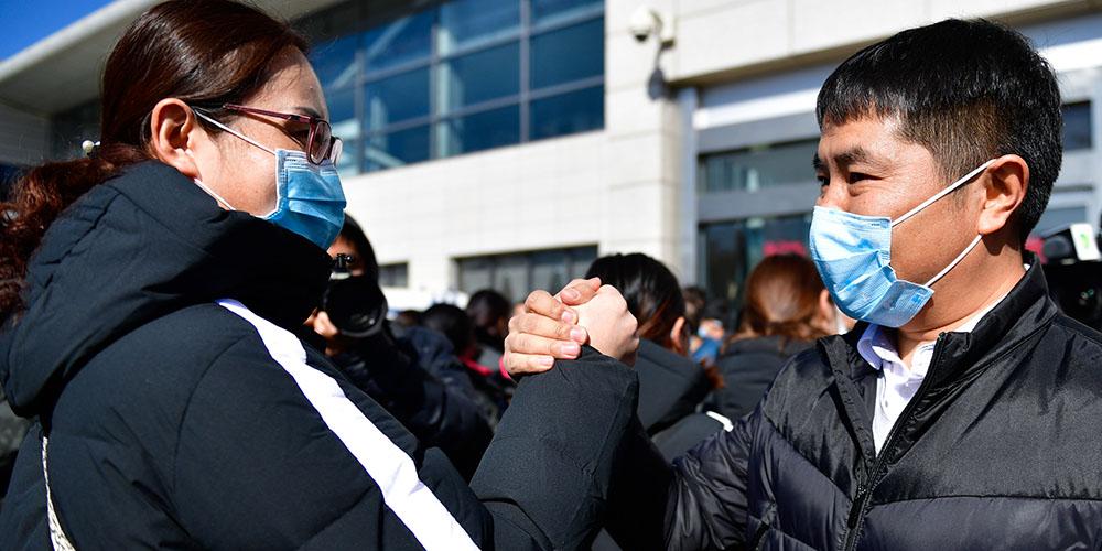 Profissionais de saúde partem para ajudar os esforços de controle do coronavírus em Hubei