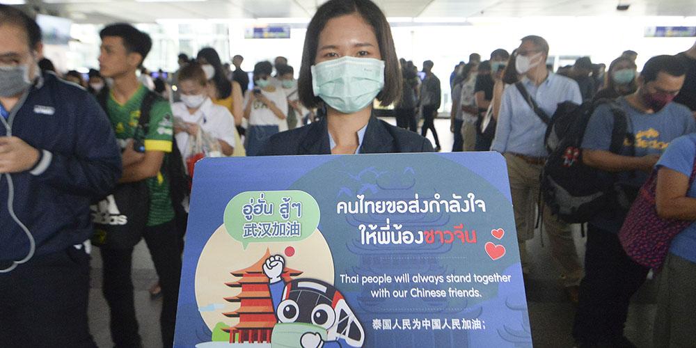 Moradores de Bancoc expressam apoio à luta da China contra pneumonia por novo coronavírus