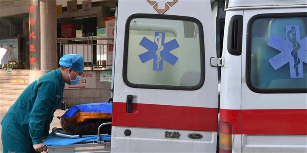Fotos: Jovem enfermeiro nascido após 1995 ajuda pacientes na linha de frente do combate à epidemia