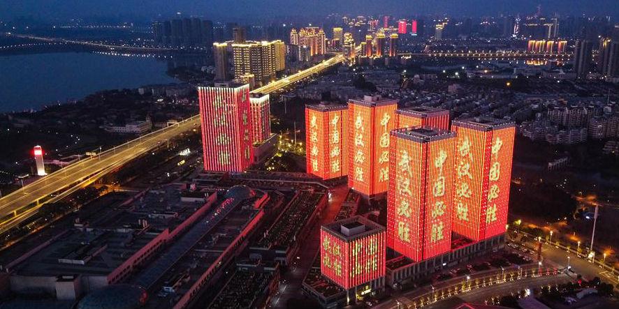Profissionais médicos e moradores de Wuhan mostram solidariedade à epidemia de coronavírus