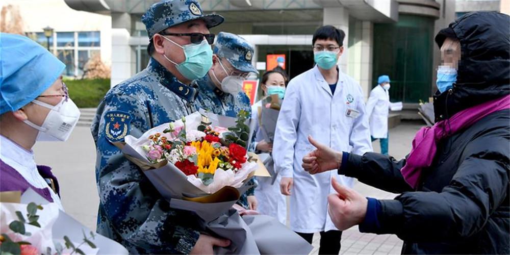 Primeira paciente em estado crítico curada da COVID-19 em Xi'an