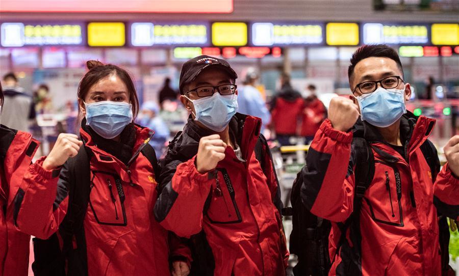 Equipe médica de Guizhou parte para Wuhan