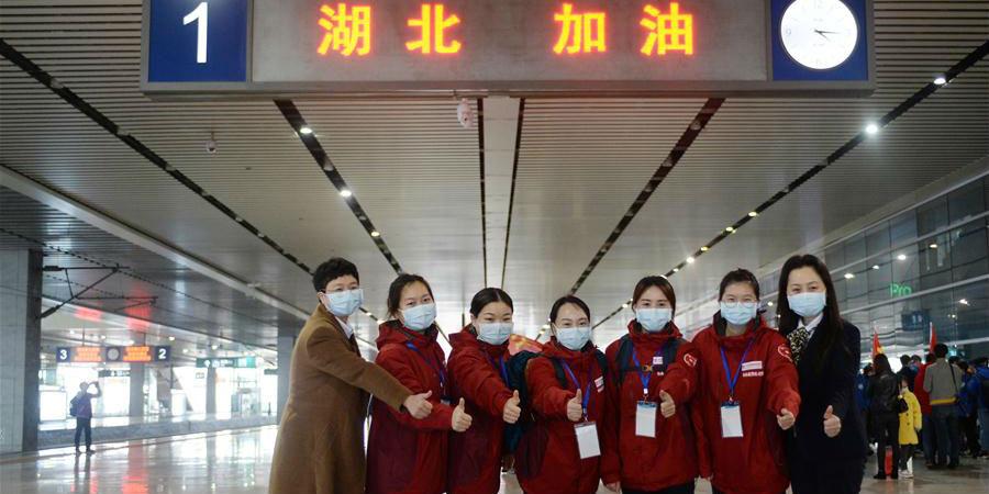 Funcionários médicos de Hunan partem a Hubei para ajudar na luta contra novo coronavírus