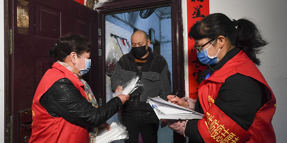 Combate ao novo coronavírus mobiliza funcionários comunitários e voluntários