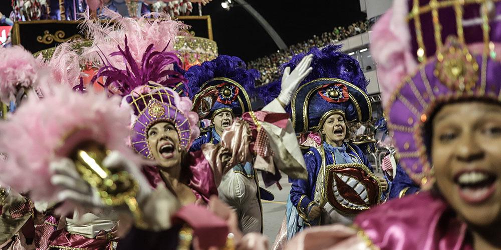 Diversidade cultural exibida no carnaval de São Paulo
