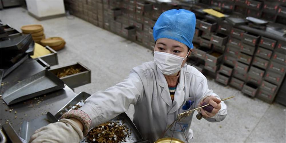 Hospital em Hefei oferece tratamento de medicina tradicioal chinesa para pacientes da COVID-19