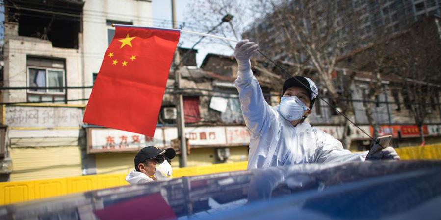 Voluntários em Hubei levam grávidas sem veículo próprio para hospital