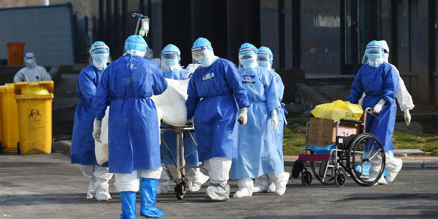 Idoso centenário infectado por coronavírus recebe alta hospitalar após recuperação