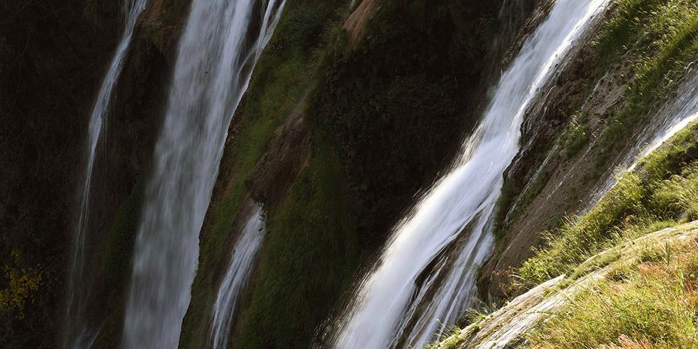 Paisagem da cachoeira Jiulong em Yunnan