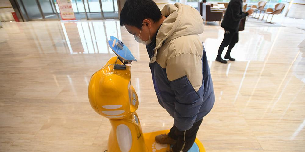 Cidade de Changsha utiliza robôs de medição matinal de temperatura corporal para prevenção da epidemia