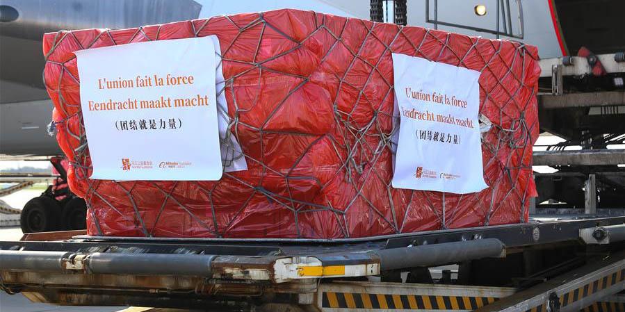 Máscaras faciais doadas por instituições de caridade chinesas chegam a Liège, Bélgica