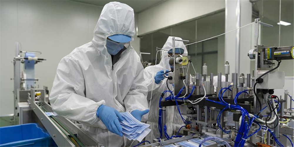 Empresas em Xiangyang introduzem linhas de fabricação de equipamentos de proteção para combater COVID-19