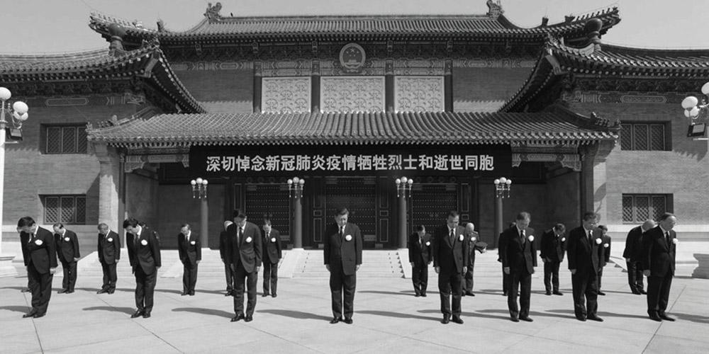 Xi lidera luto nacional pelas vidas perdidas devido à COVID-19
