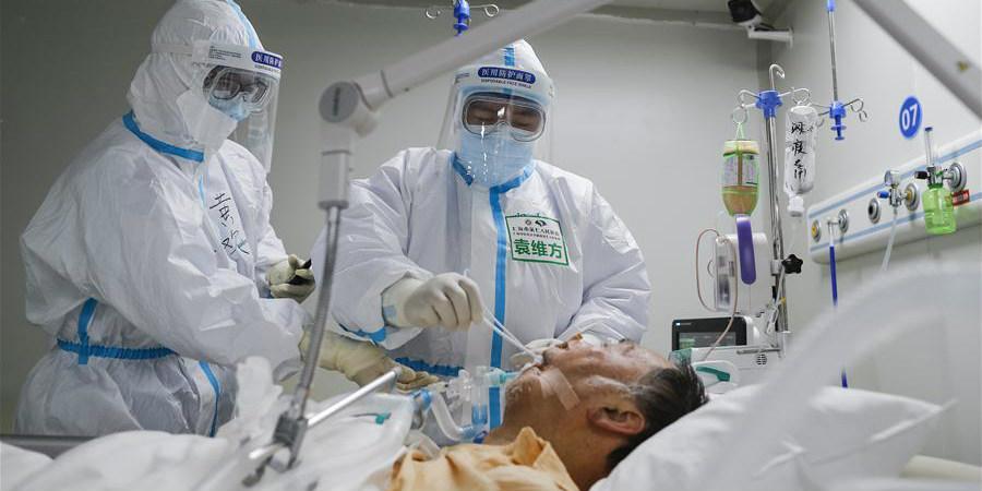 Fotos: Yuan Weifang, enfermeiro experiente na UTI do Hospital Leishenshan