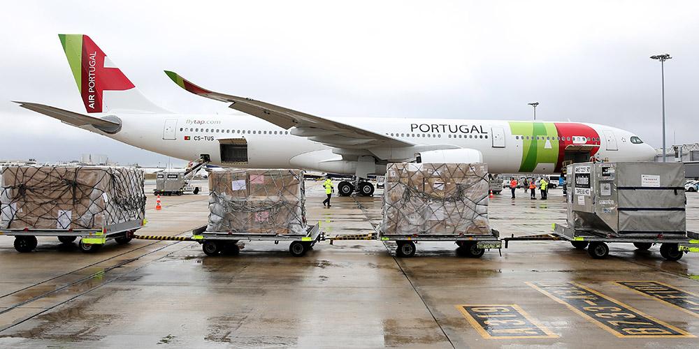 Avião com material médico doado pela China chega a Portugal