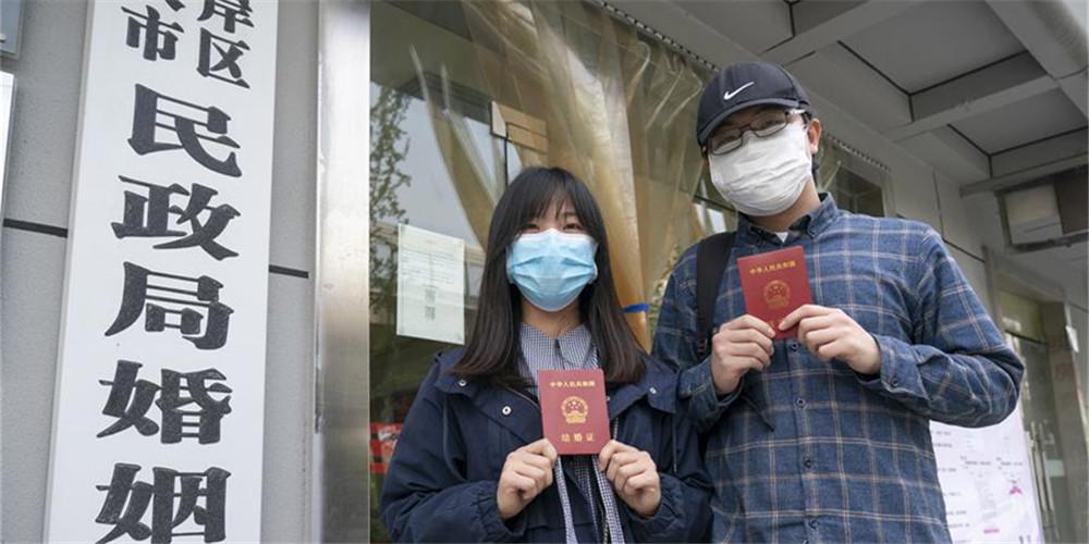 Wuhan reinicia serviço de registro de casamento para cidadãos