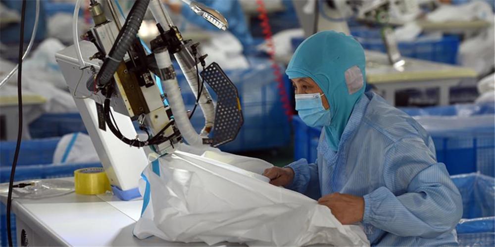 Fábricas de equipamentos de proteção individual trabalham em plena capacidade para atender alta demanda