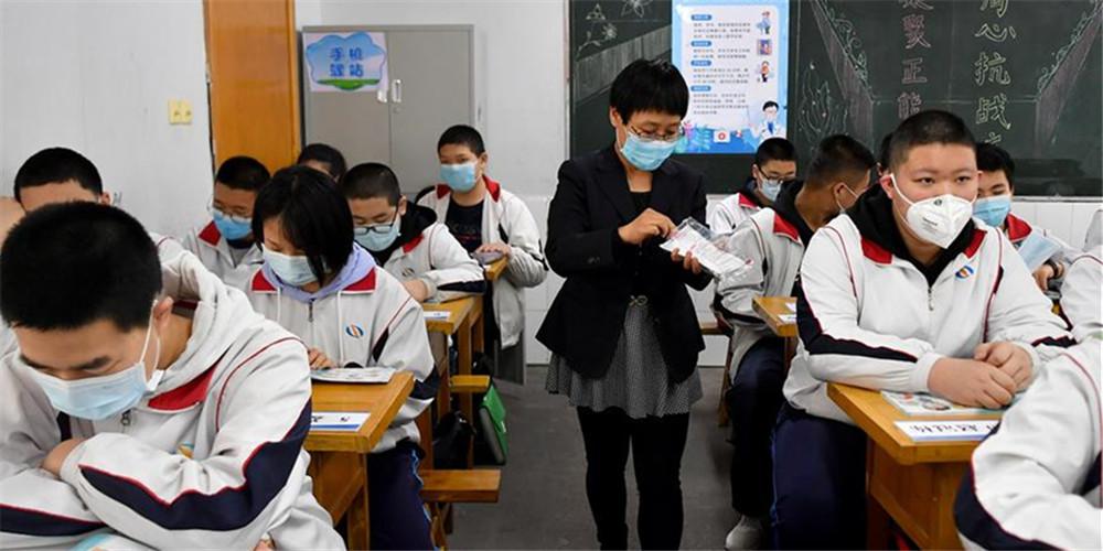 Escolas reabrem para alunos formandos em Shaanxi