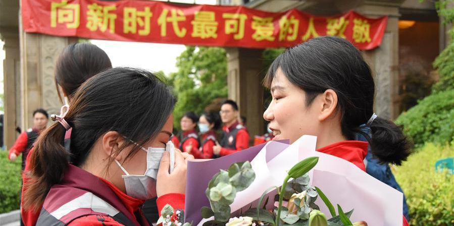 Último lote de profissionais médicos de Zhejiang termina a quarentena de 14 dias