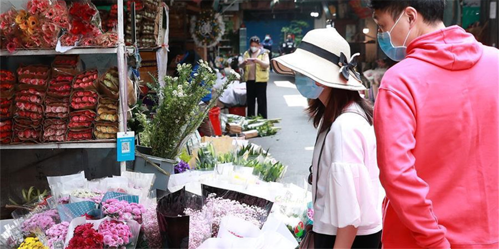 Mercados de flores em Wuhan retomam negócios com abrandamento da epidemia