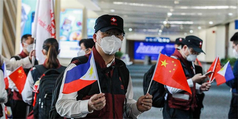 Especialistas médicos chineses voltam das Filipinas após sucesso da missão de assistência médica