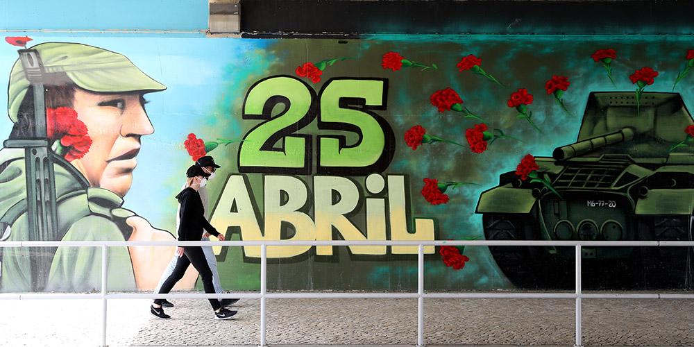 Portugal marca Revolução dos Cravos no parlamento em meio à pandemia