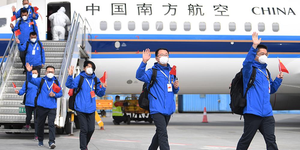 Equipe médica retorna à China após ajudar na luta contra a COVID-19 no Quirguistão