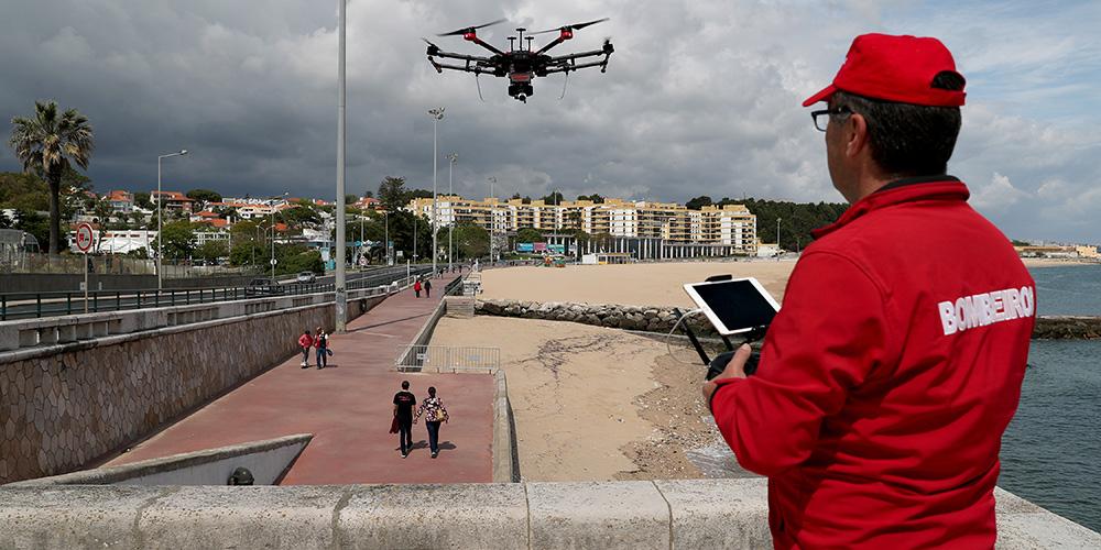 Drones sobrevoam praias de Oeiras para alertar sobre importância de ficar em casa