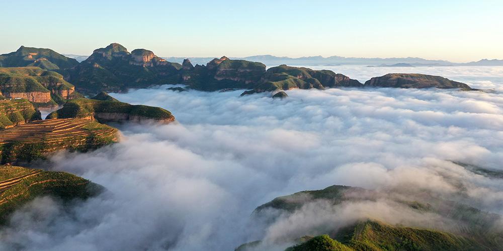 Fotos: Mar de nuvens cobre vila de Liushigang em Hebei