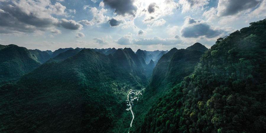 Cenário do Geoparque nacional de Qibainong em Guangxi